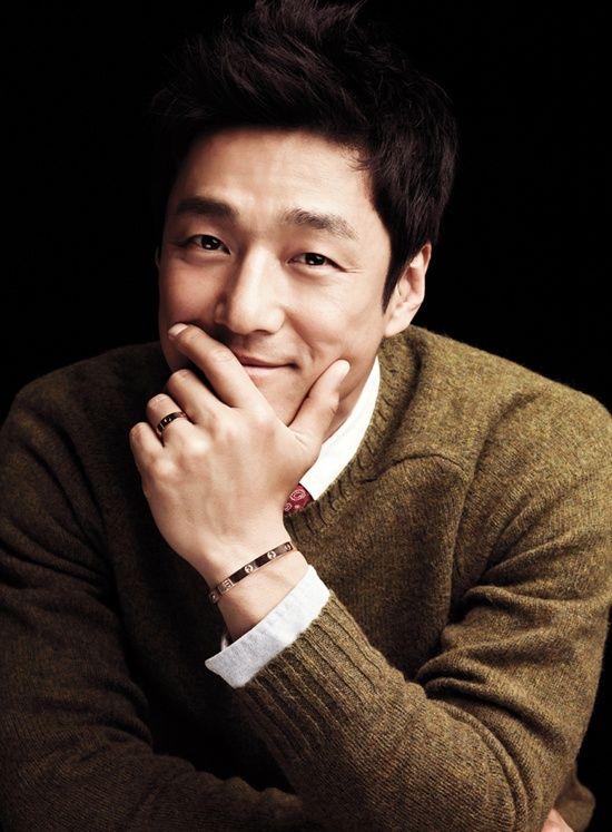 Korean Actor Ji Jin Hee Wearing Cartier Love Bracelet